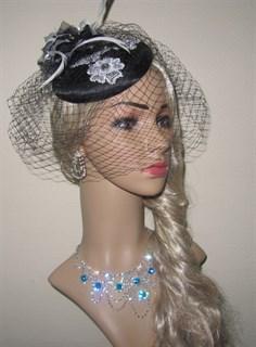 Черная шляпка таблетка с вуалью и белой вышевкой