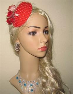 Красная шляпка с вуалью и цветами Белла