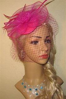 Розовая шляпка с вуалью и бантом из регилина