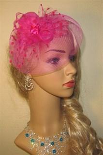 Розовый мини цилиндр с плотной вуалью