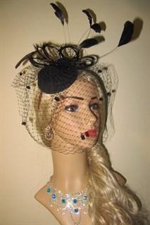 Декоративная шляпка с цветком из биссера