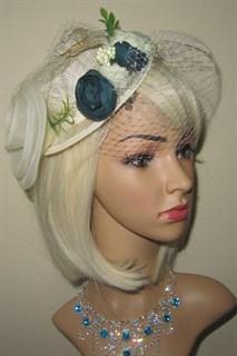 Плетеная шляпка цилиндр с вуалью и зелеными цветами