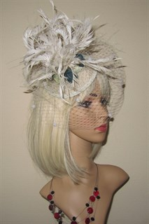 Молочная шляпка Сандра с цветами. 2373