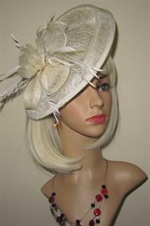 Большая плетеная шляпка на заколке Диана. Айвори