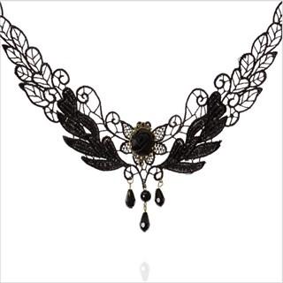 Кружевное ожерелье с розочкой