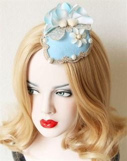 Голубая шляпка с ракушками