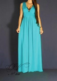 Платье в пол с глубоким декольте и кружевом. Без рукавов