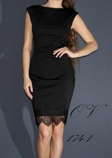 Черное короткое платье без рукавов с кружевом по подолу. 174