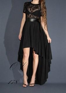 Черное короткое платье со шлейфом и прозрачным верхом