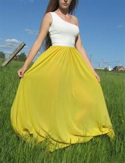 Ярко-желтое платье на одно плечо