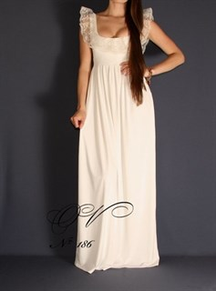 Белое трикотажное платье в пол с кружевными рюшами по лифу. 186