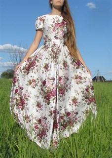 Нежное летнее платье с фиолетовыми цветами
