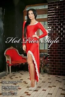 Красное платье в пол с белым кружевом