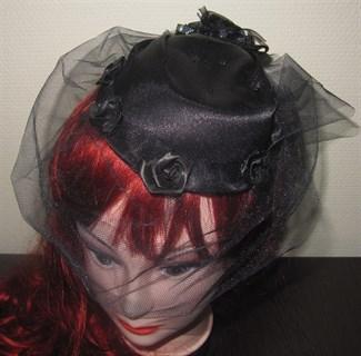 Авторская вуалетка из черного атласа с сеткой
