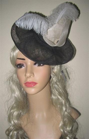 Декоративная шляпка с перьями (вуалетка) - фото 10802