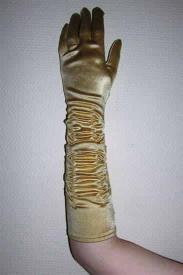 Золотые атласные перчатки со сборкой до локтя - фото 12327