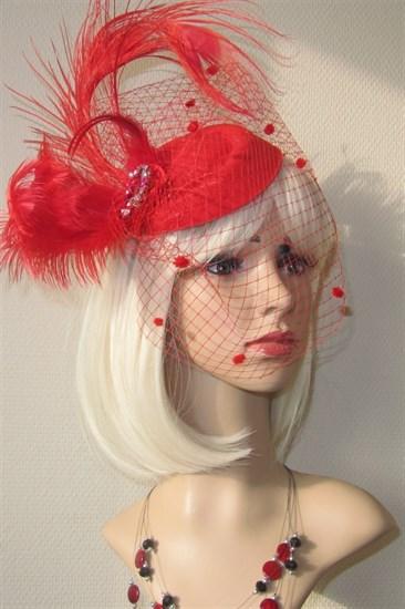 Красная вуалетка с перьями - фото 13010