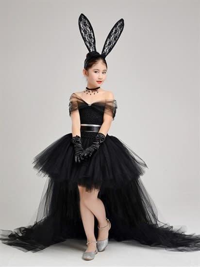 Черное пышное платье из фатина со шлейфом