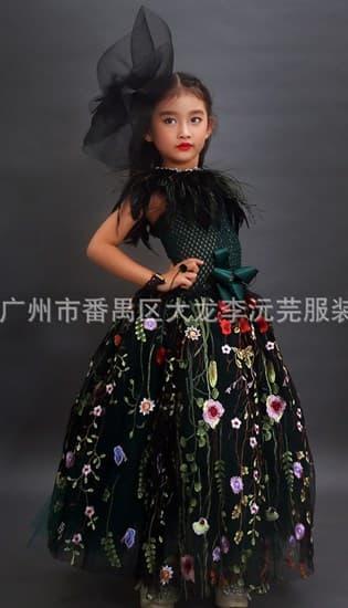 Темно-зеленое пышное платье в пол из фатина с цветами - фото 17961