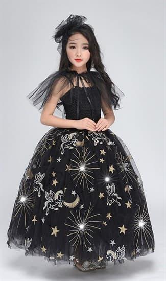 Черное пышное платье в пол из фатина со звездами