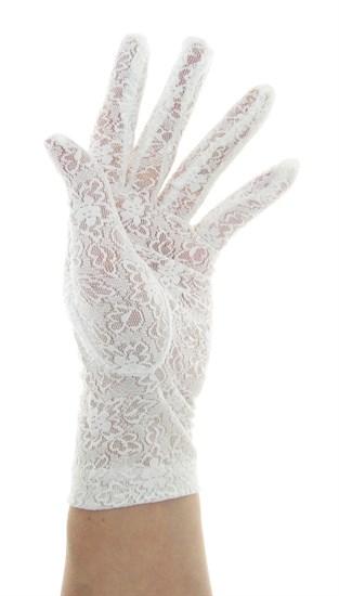 Короткие перчатки из плотного кружева. Белые