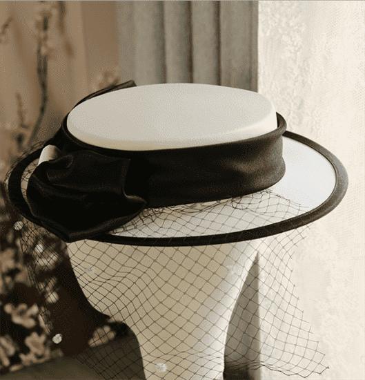 4156. Белая шляпка канотье из атласа с черным бантом - фото 22065