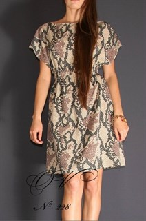 Свободное платье из тонкого трикотажа со змеиным принтом.228
