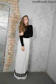 Черно-белое платье в пол с длинным рукавом - фото 10398