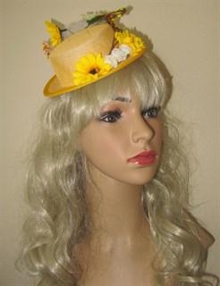 Желтая шляпка цилиндр с цветами Флора