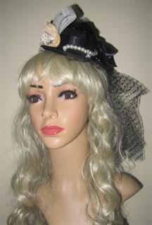 Черная шляпка с длинной вуалью