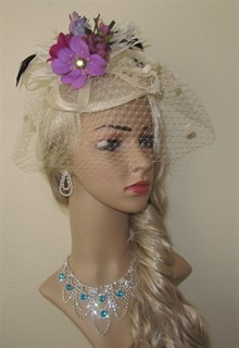 Молочная шляпка Сандра с цветами. 2374