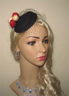 Черная шляпка с вуалью и цветами Белла