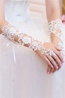 Белае перчатки из кружева