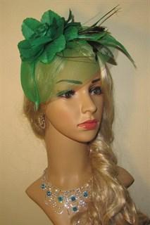 Зеленая шляпка с плотной вуалью и цветком
