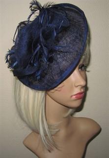 Шляпка с перьями из синамей на заколке Рейчел. Темно-синяя