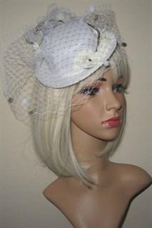Белая шляпка цилиндр с цветами Флора