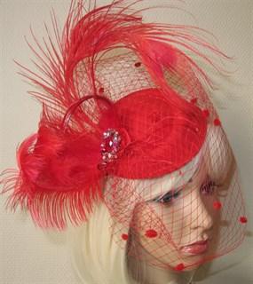 Красная вуалетка с перьями - фото 13011