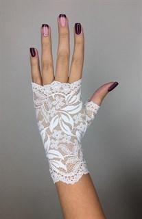Короткие кружевные перчатки митенки. Белые