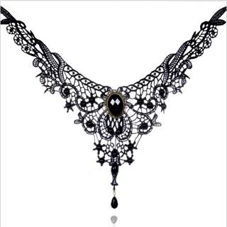 Кружевное ожерелье с камнем