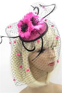 Розовая вуалетка с вуалью и цветами из перьев