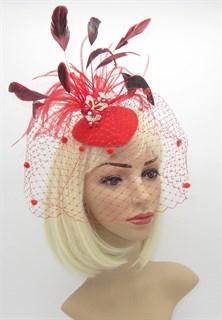 Ярко-красная вуалетка с тремя бабочками фото