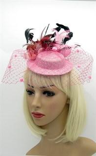 Розовыя шляпка с вуалью и черными перьями Фелисити