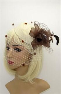 Шляпка с вуалью Жанет молочная с коричневым цветком