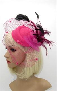 Шляпка с вуалью Жанет ярко-розовая с черными перьями