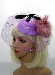 Шляпка с вуалью Жанет фиолетовая с перьевым цветком