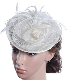 Шляпка с перьями на ободке Амелия. Молочная