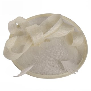Шляпка из синамей с бантом Серена. Молочная