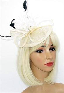 Айвори шляпка-таблетка с перьями Сандра