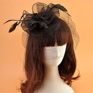 Шляпка из регилина с вуалью и перьями Алексия. Черная