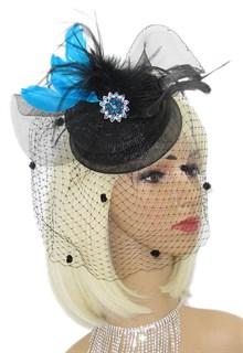 Черная шляпка из регилина с вуалью и с голубыми перьями